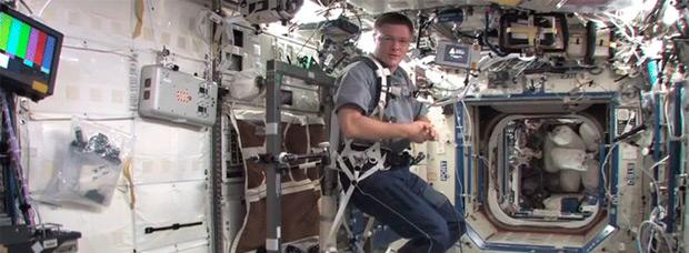 Pedaleando en el espacio: Así se entrenan los astronautas de la Estación Espacial Internacional