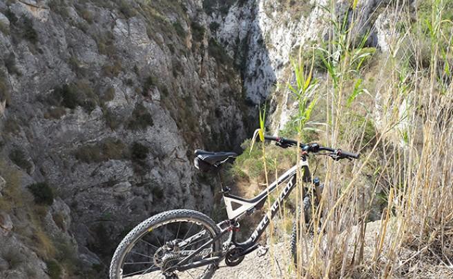La foto del día en TodoMountainBike: 'En el pantano de Relleu (Alicante)'
