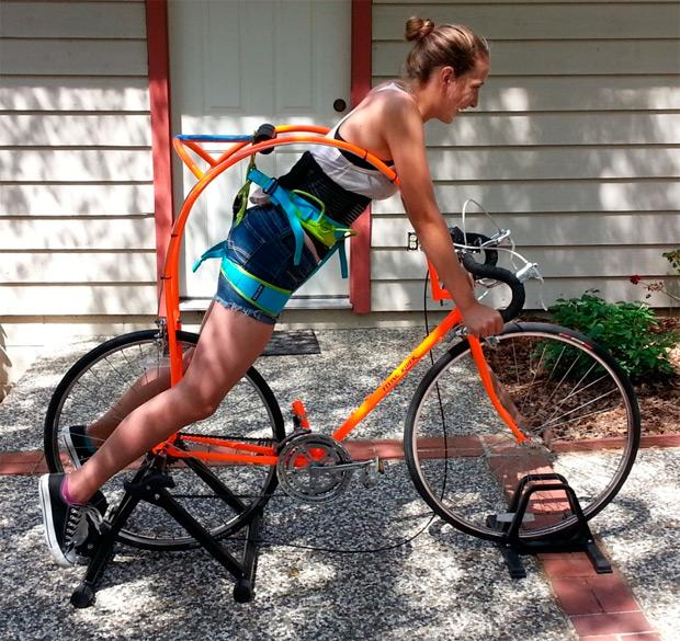 Flying Rider: Una bicicleta sin sillín que deja al ciclista suspendido (y vendido) en el aire, literalmente