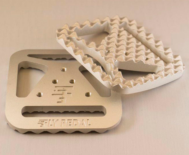 FlyPedals: Un adaptador universal para convertir cualquier pedal automático en un pedal de plataforma