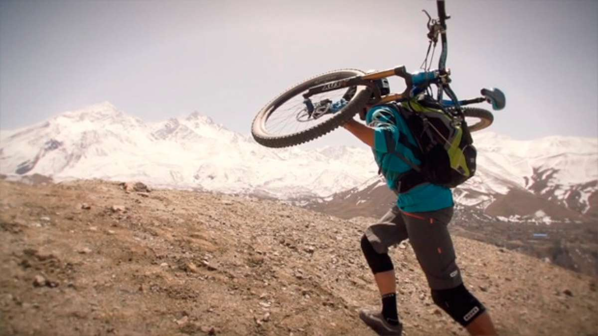 Practicando Mountain Bike en Nepal con Rob-J y Canyon Bicycles
