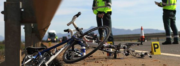 Guardias civiles camuflados de ciclistas para multar a los conductores imprudentes