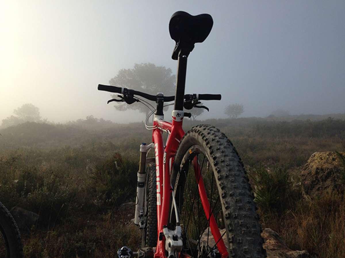 La foto del día en TodoMountainBike: 'Atravesando la niebla'