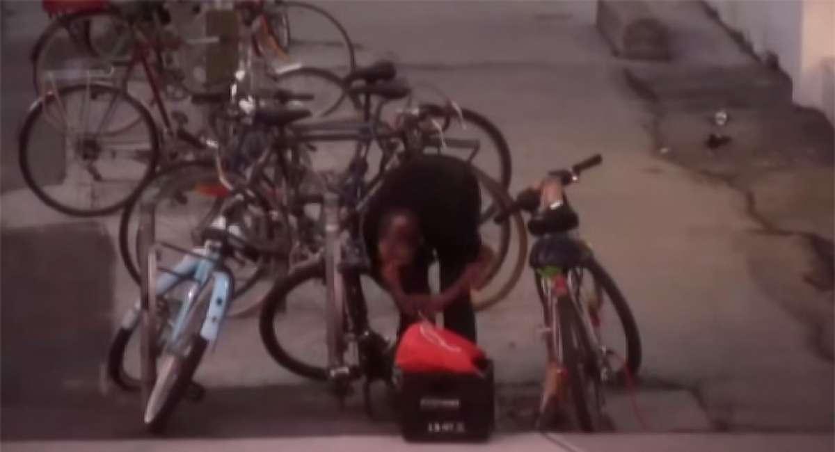 Así se pilla 'in fraganti' a un despreocupado ladrón de bicicletas