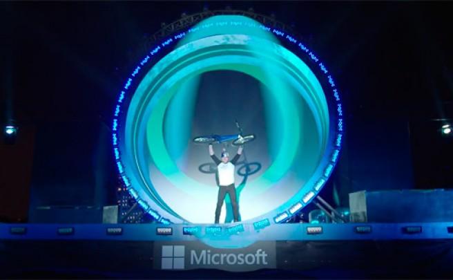 The Loop: El increíble 'loop' de 360º de Danny MacAskill en un evento promocional de Microsoft