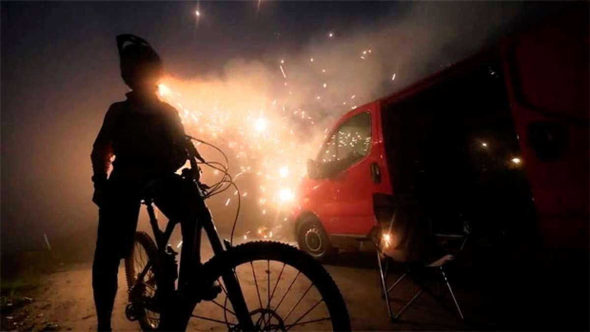 Una Canyon Strive CF + El corredor Ludo May + Muchos fuegos artificiales = Vídeo explosivo