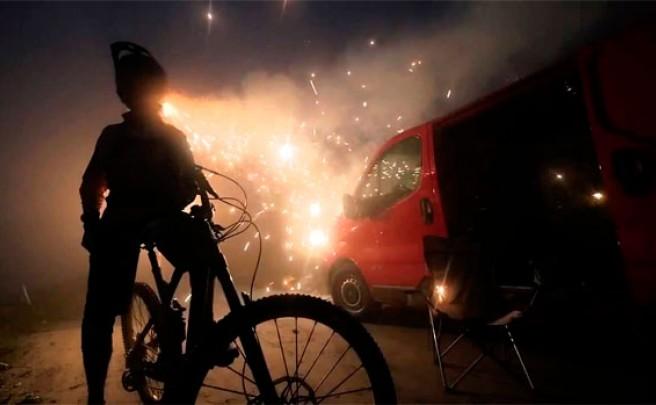 Una Canyon Strive CF + El corredor Ludo May + Muchos fuegos artificiales = Vídeo explosivo