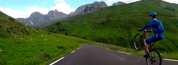 Markel Uriarte bajando el Tourmalet a una rueda