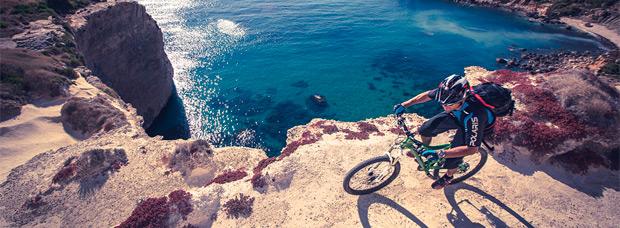 Practicando Mountain Bike en la República de Malta