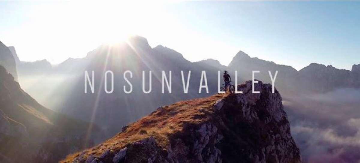 Practicando Mountain Bike en el valle del río Soča, en los Alpes Eslovenos