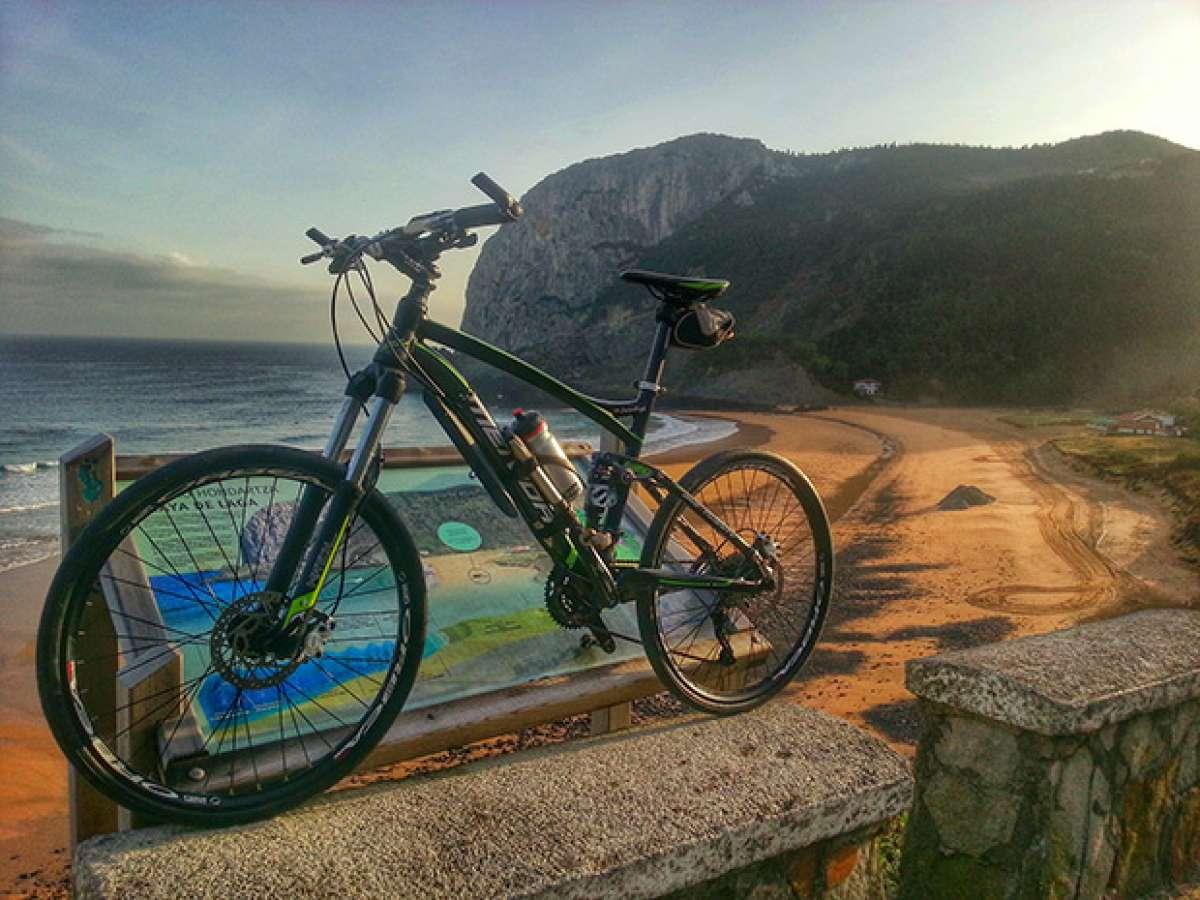 """La foto del día en TodoMountainBike: """"Playa de Laga en Ibarrangelu"""""""