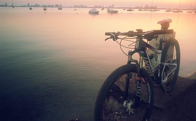 La foto del día en TodoMountainBike: 'Amanecer en el Mar Menor'