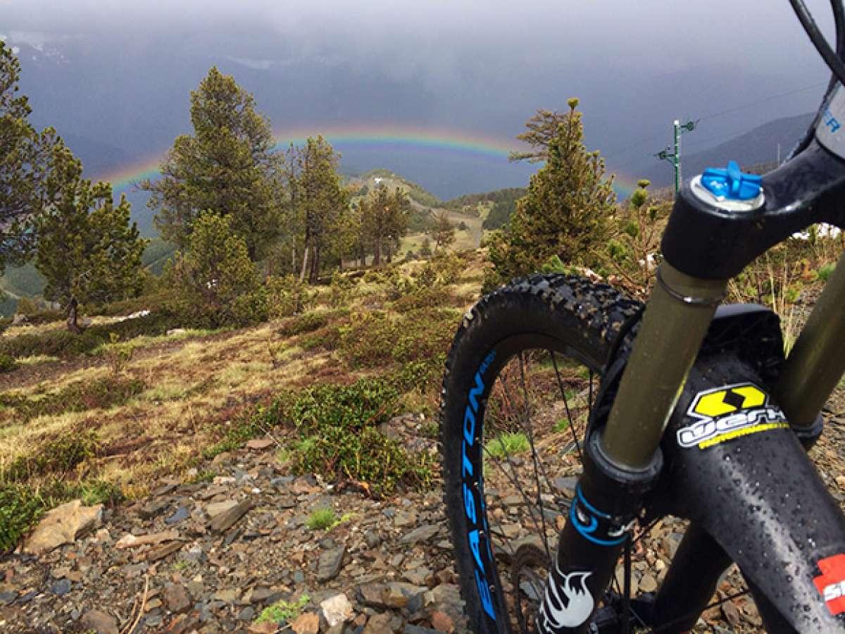 La foto del día en TodoMountainBike: 'Un arcoíris de diversión'