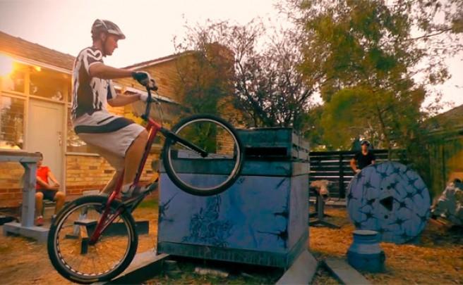 Redefiniendo lo imposible sobre una bicicleta de Trial con Aurélien Fontenoy