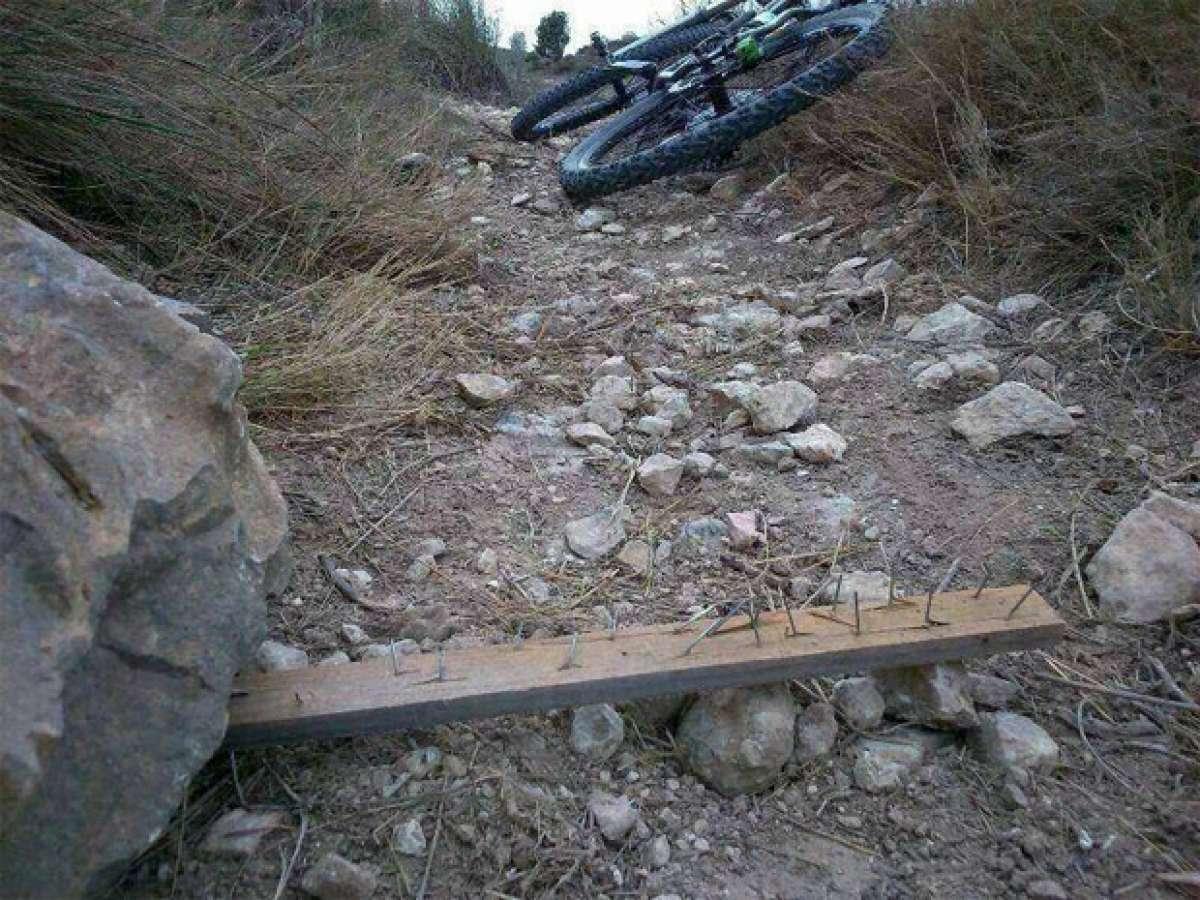 Nuevas trampas para ciclistas en los senderos... ¿Hasta dónde vamos a llegar?