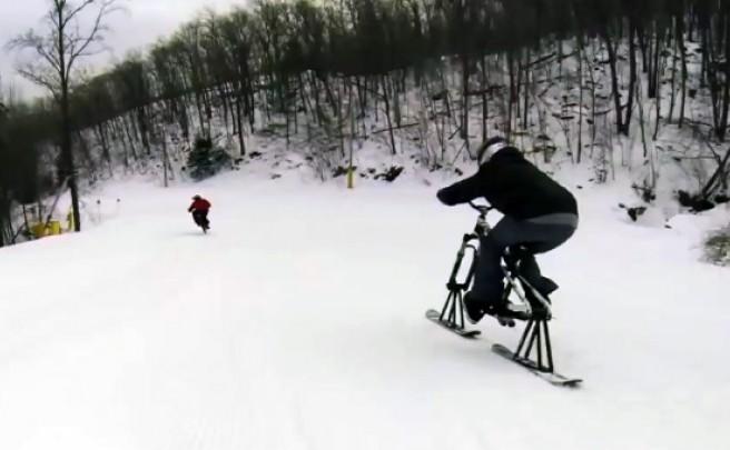 Video: Disfrutando en la nieve con Aaron Chase y una bici-esquí