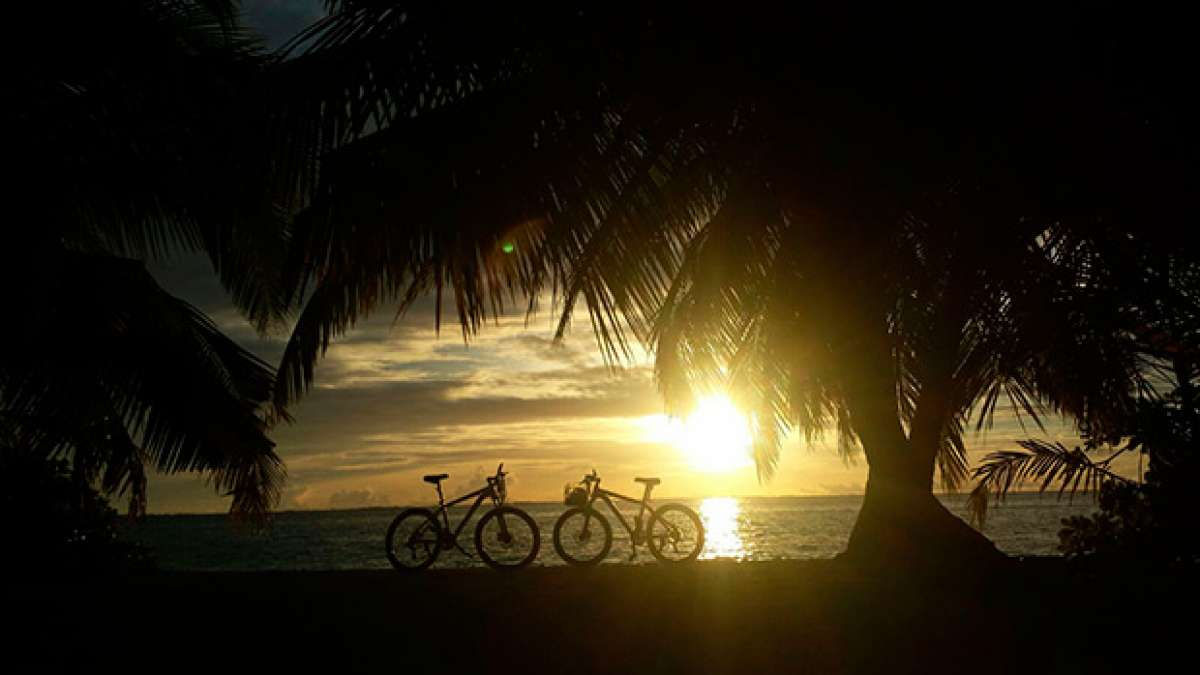 La foto del día en TodoMountainBike: 'Atardecer en Maldivas'