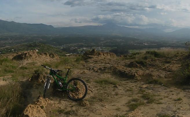 La foto del día en TodoMountainBike: 'En la Avenida de los Volcanes'