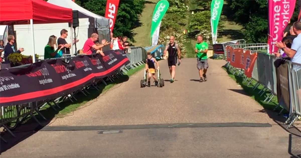 Bailey Matthews, el niño de 8 años con parálisis cerebral que ha conseguido superar su primer triatlón