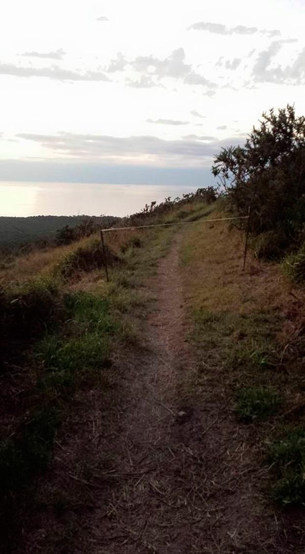 Más cables asesinos en Cantabria, ahora en los senderos de Liencres