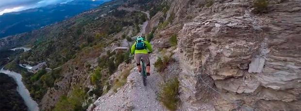 Espeluznante y peligrosa ruta en los Alpes franceses con Nico Tikhomiroff y Narbaix