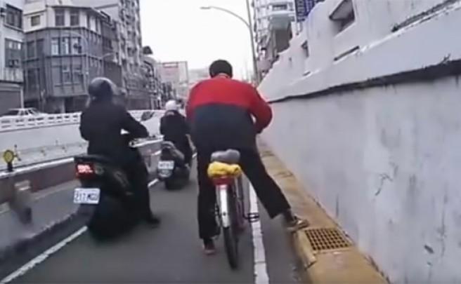 Borracho, en bicicleta y por la ciudad: Si bebes, no conduzcas (ni pedalees)