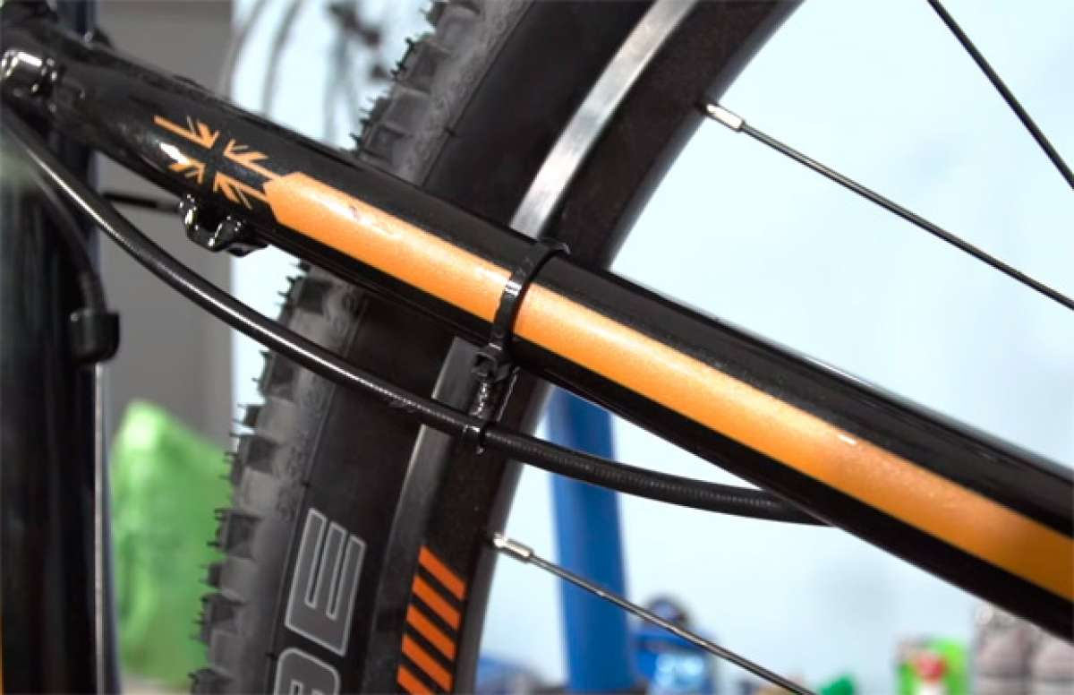 Cómo hacer nuestras propias guías para los cables de la bicicleta