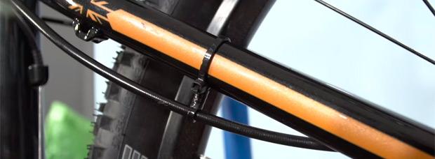 Cómo hacer guías caseras para los cables de la bicicleta