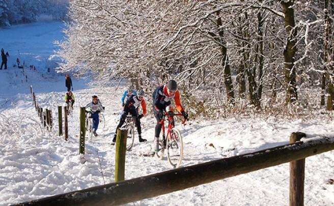 Diez prudentes consejos para circular con nuestra bicicleta sobre hielo y nieve