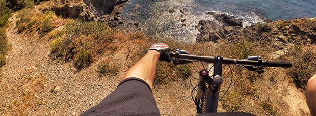 La foto del día en TodoMountainBike: 'Contemplando la Costa Brava'
