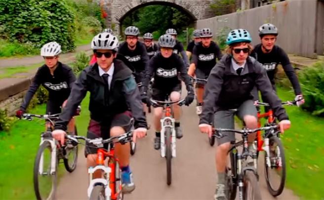 Empezando el año a 'todo pedal' con el motivador anuncio promocional de Cotic Bikes