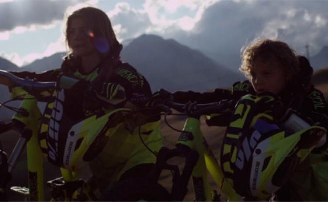 'Coubes Brothers', dos jóvenes promesas de 7 y 13 años rodando por las montañas de Suiza