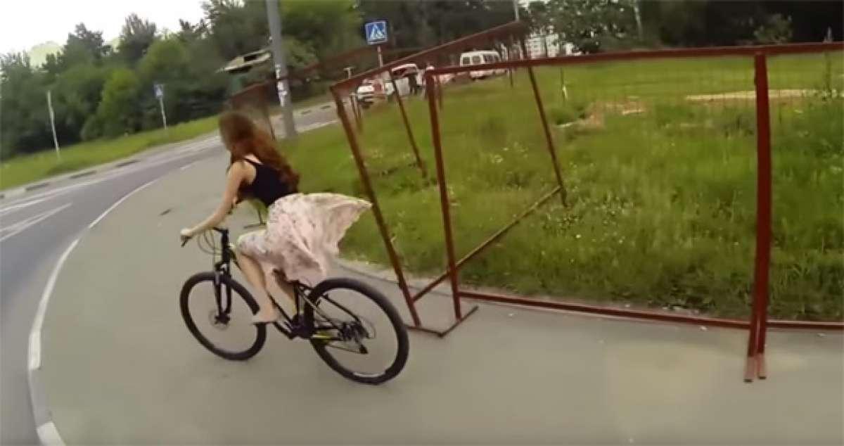 ¿Faldas y bicicletas? Una mala combinación