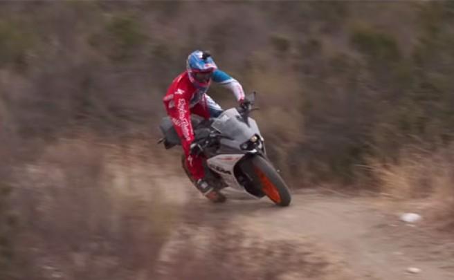 El increíble descenso sin cadena de Aaron Gwin, emulado por él mismo sobre una motocicleta de KTM