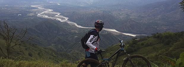 La foto del día en TodoMountainBike: 'Descenso en Colombia'