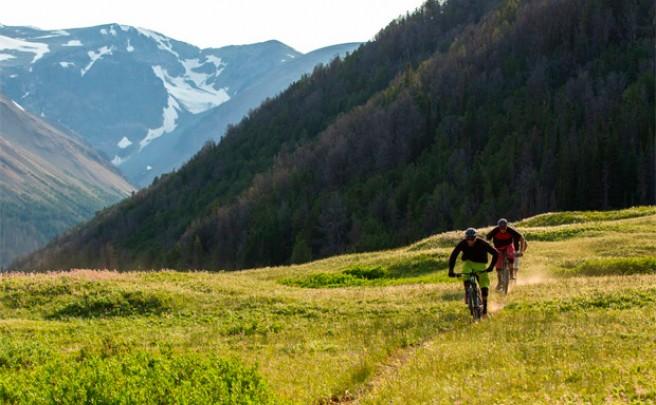 'Destination Trail - Canadá', rodando por los mejores senderos del mundo con los pilotos de Specialized