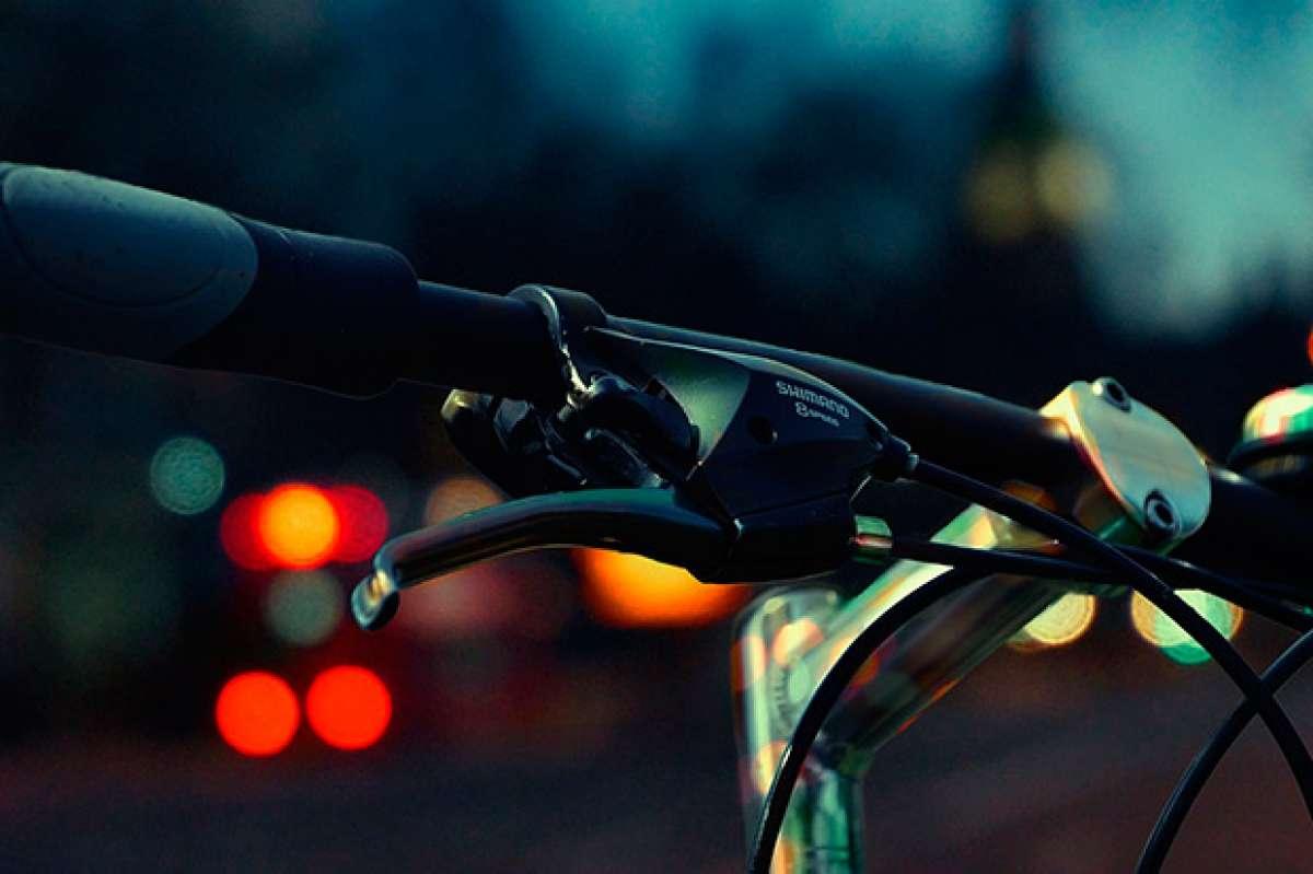 """La DGT """"desmiente"""" que esté estudiando implantar licencia, matrícula o seguro para las bicicletas"""