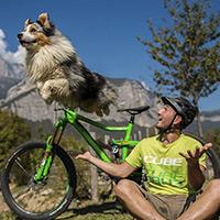Trucos sobre una bici (y sobre cuatro patas) con Aurélien Fontenoy y el perro ED