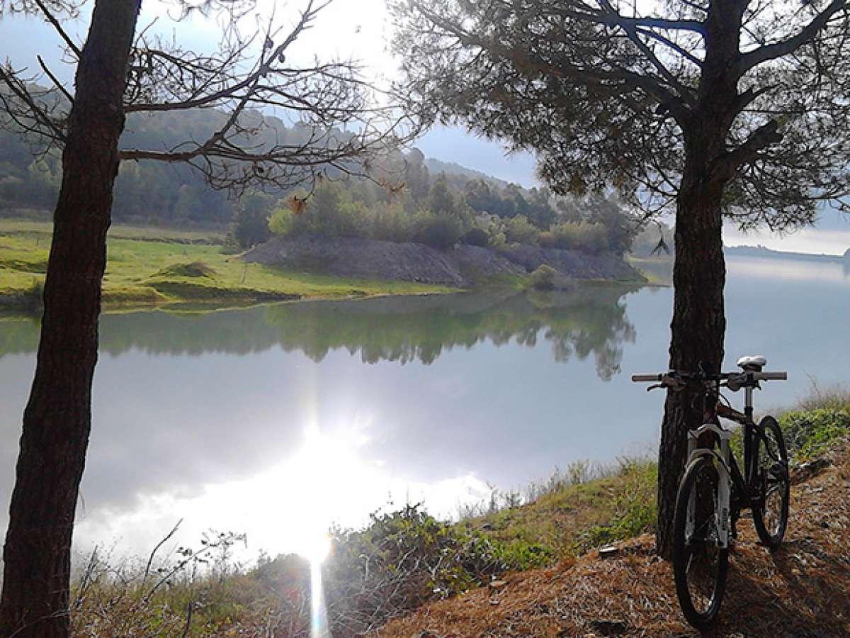 """La foto del día en TodoMountainBike: """"Salida del sol en el embalse de Riudecanyes (Tarragona)"""""""