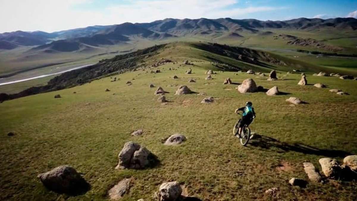 Practicando Mountain Bike en el Valle del Orjón (Mongolia)