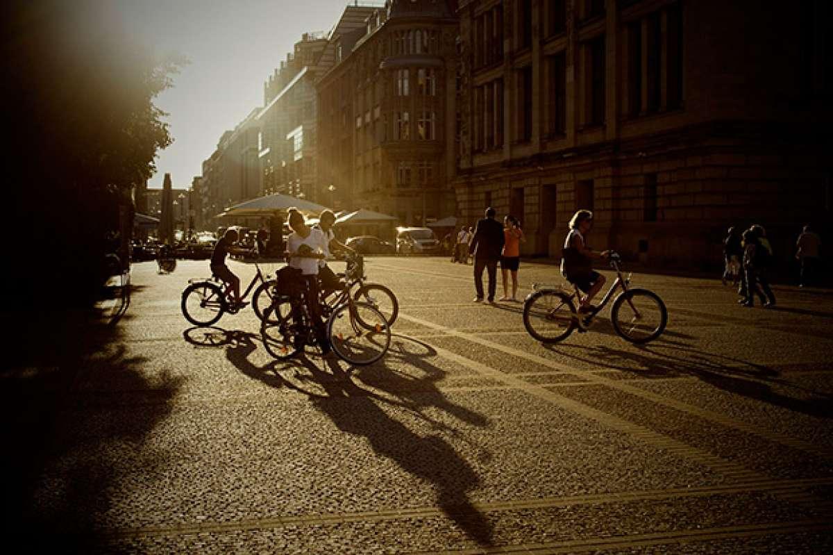 Encuesta de la DGT sobre el uso seguro de la bicicleta en España... ¿Terminaremos pagando por pedalear?