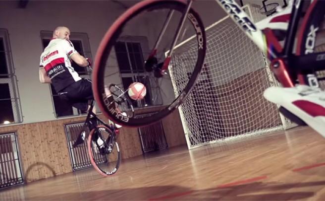 Un día de entrenamiento con dos profesionales de la modalidad UCI de 'Cycle-Ball'