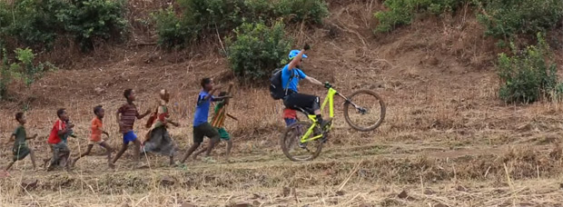 Practicando Mountain Bike en las montañas de Simien (Etiopía)