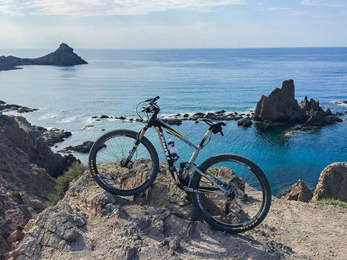 """La foto del día en TodoMountainBike: """"El Faro de Cabo de Gata"""""""