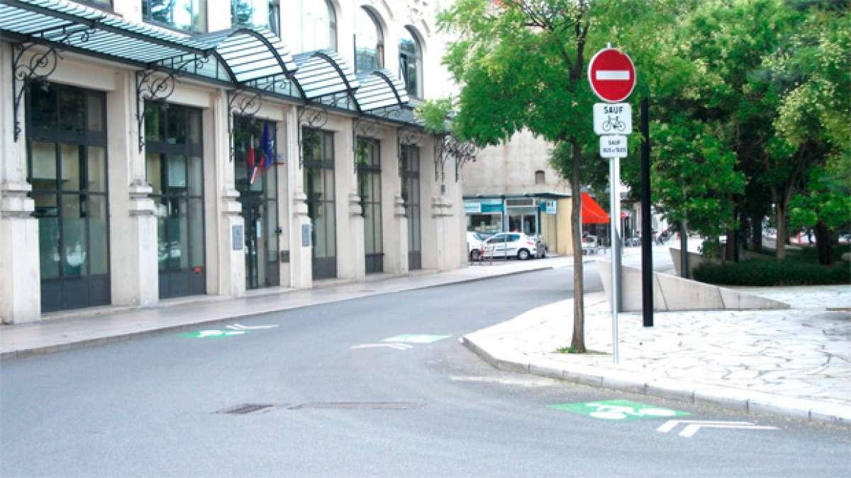 Circulación en contrasentido y giro ciclista a la derecha en el nuevo código de circulación de Francia