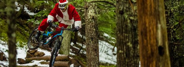 Fantástica felicitación navideña de parte de Giant y los corredores Josh Carlson, Yoann Barelli y Reece Wallace