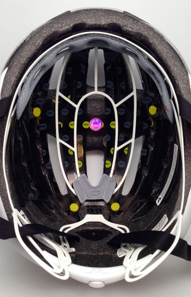 Nueva versión MIPS para el casco Giro Synthe