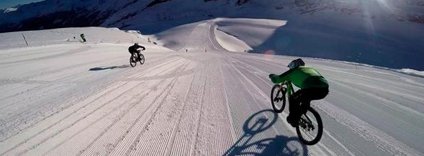Glacier Bike Downhill, o cómo bajar a más de 120 km/h sobre la nieve con una bicicleta
