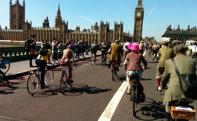 'Guerra en las carreteras británicas', la difícil convivencia entre ciclistas y conductores en el Reino Unido