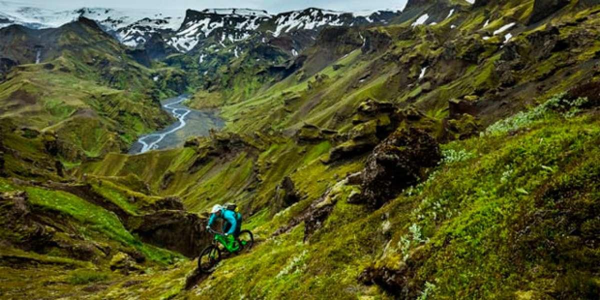 Rodando en Islandia con los pilotos de Yeti Cycles